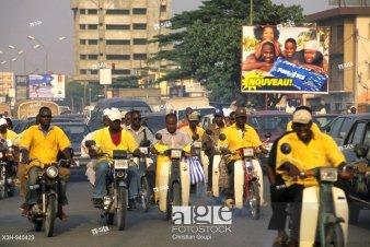 moto-taxi,appele localement zemidjan ou zem,Cotonou,Benin,Golfe de Guinee,Afrique de l´ouest,Gulf of Guinea,West Africa